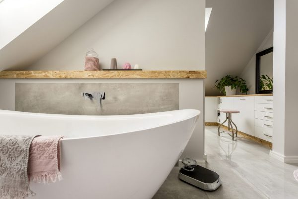 Linsol Avanti Care Wall Bath MIxer Lifestyle AVANT-CAR-01