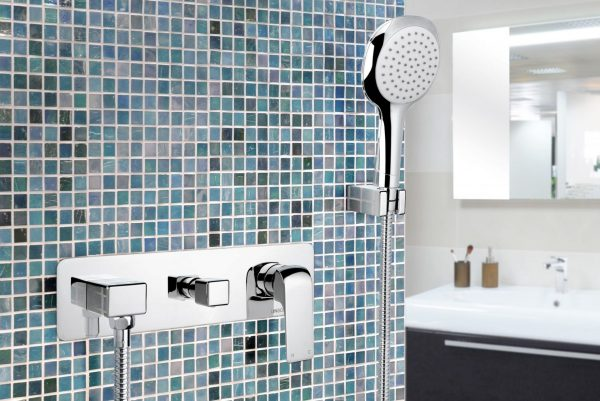 linsol ava hand shower with divertor 547x366 lifestyle AVA-07