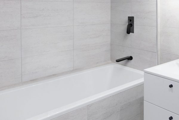 Linsol Matte Black Hudson Wall MIxer with Divertor, Shenay Swivel Bath Outlet HUD-MB-04, SHE-025-MB Lifestyle 547x366