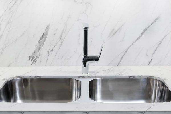 Linsol Marea Double Bowl Sink With Hudson Sink MIxer 94031-105 & HUD-02 LIfestlye 547x366